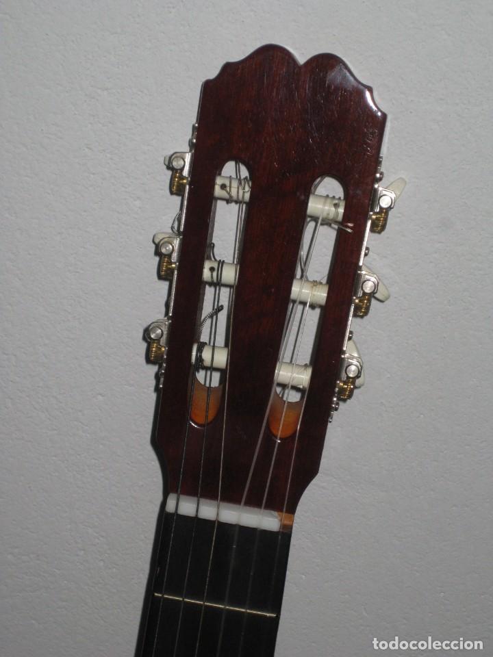 Instrumentos musicales: Guitarra clasica con su funda. Leyenda. Spain. - Foto 5 - 268889414