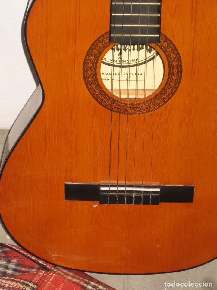 Instrumentos musicales: Guitarra clasica con su funda. Leyenda. Spain. - Foto 6 - 268889414