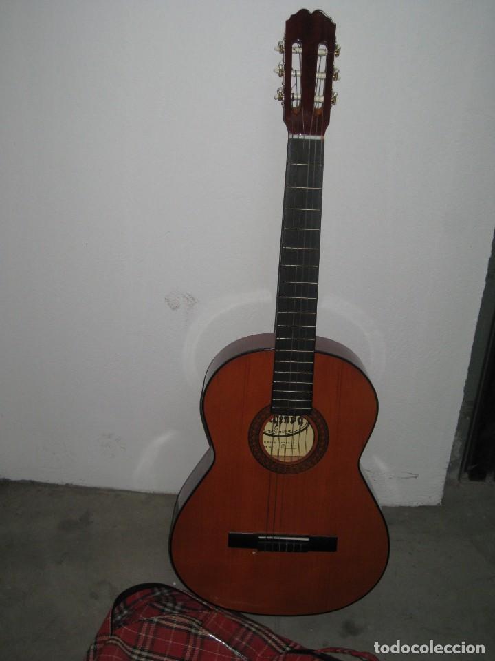 Instrumentos musicales: Guitarra clasica con su funda. Leyenda. Spain. - Foto 7 - 268889414