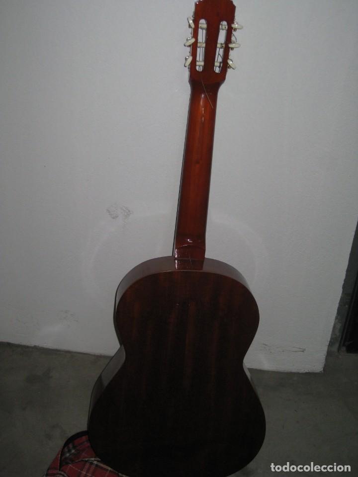 Instrumentos musicales: Guitarra clasica con su funda. Leyenda. Spain. - Foto 8 - 268889414