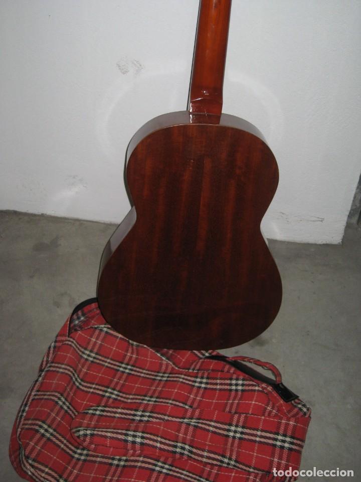 Instrumentos musicales: Guitarra clasica con su funda. Leyenda. Spain. - Foto 9 - 268889414
