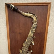 Instruments Musicaux: ANTIGUO SAXOFÓN BARÍTONO ORIGINAL, EN CUADRO ARTÍSTICO , ITALIA. Lote 269017079