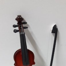 Instrumentos musicales: VIOLIN CON ARCO - MINIATURA . ALTURA 9 CM. Lote 269126158