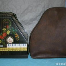 """Instrumentos musicales: ANCIENNE CYTHARE """"MUSINA"""", AVEC SA HOUSSE (MADE IN GERMAN DEMOCRATIC REPUBLIC) ANNÉES 70. Lote 269252978"""