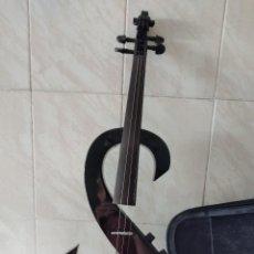 Instrumentos musicales: VIOLÍN ELÉCTRICO FORMA DE DOLAR , Q.C HK 10 , 4 CUERDAS. MADE IN CHINA. Lote 271874168