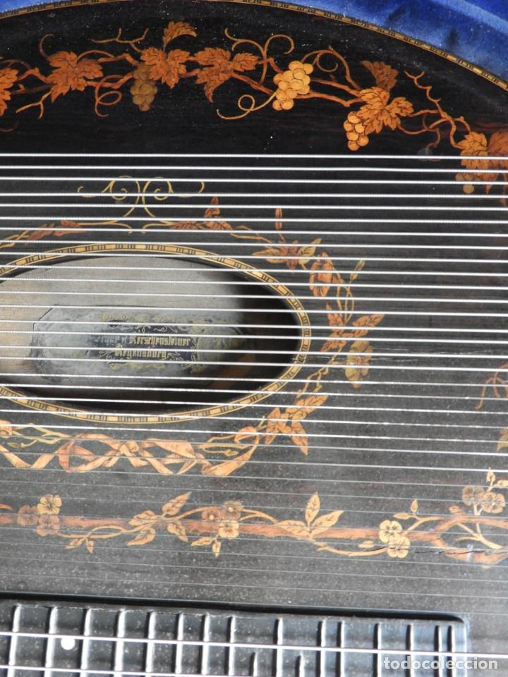 Instrumentos musicales: ANTIGUA CITARA CON MARQUETERIA DE KERSCHENSTEINER - Foto 7 - 273975998