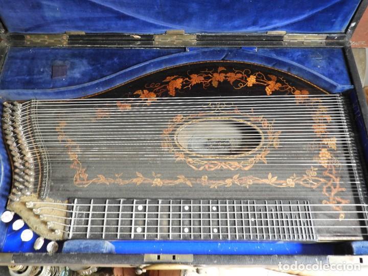 Instrumentos musicales: ANTIGUA CITARA CON MARQUETERIA DE KERSCHENSTEINER - Foto 15 - 273975998