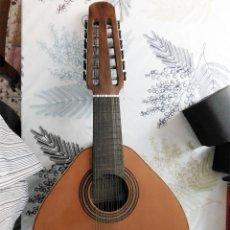 Instrumentos Musicais: BANDURRIA / LAUD DE 12 CUERDAS MERVI RAFAEL MOLINA VALENCIA MIDE 62/30/9 CM CON ALGUN LIGERO DEFECTO. Lote 274666683