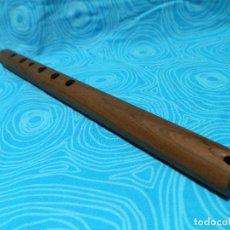 Instrumentos Musicais: QUENA O FLAUTA DE BISEL EN MADERA DE NOGAL? 38 CM. Lote 278809673