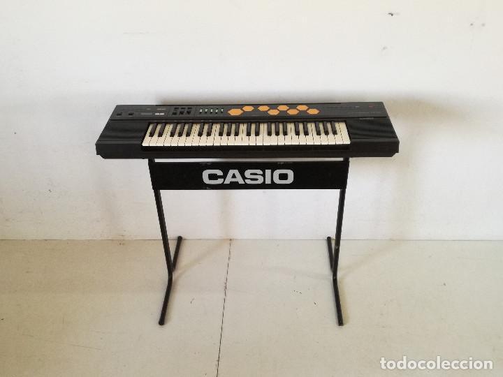 TECLADO U ÓRGANO ELÉCTRICO CASIO CT - 510, CON PATAS, FUNCIONANDO, UNOS 97 X 48 CMS. (Música - Instrumentos Musicales - Teclados Eléctricos y Digitales)