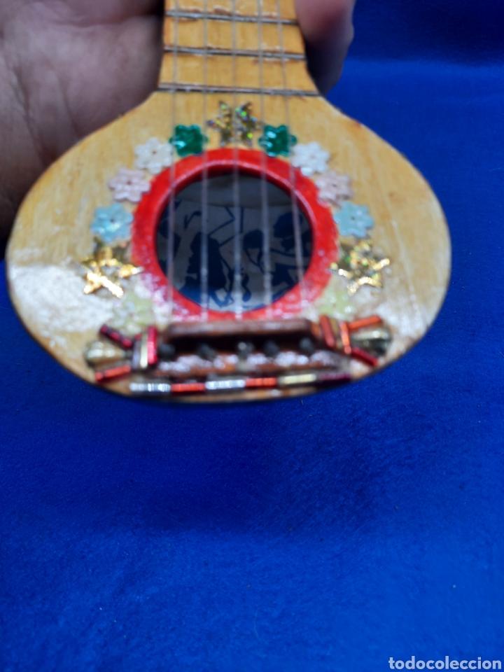 PEQUEÑO INSTRUMENTO HECHO CON CALABAZA (Música - Instrumentos Musicales - Cuerda Antiguos)