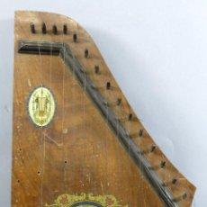 Instrumentos musicales: CÍTARA DE MADERA SELLO FABRICA DE INSTRUMENTOS ROYAL BARCELONA QUINCE CLAVIJAS HACIA 1960. Lote 288922743