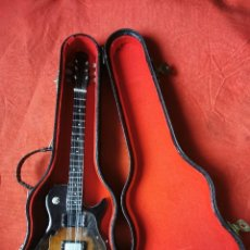 Instrumentos musicales: REPRODUCCIÓN MINIATURA DE GUITARRA DAKOTA, CON FUNDA.. Lote 290815918