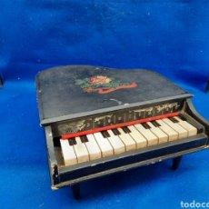 Instrumentos musicales: PRECIOSO PIANO DE COLA DE MADERA EN MINIATURA FUNCIONANDO. Lote 293282908