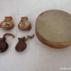 Instrumentos Musicais: LOTE DE INSTRUMENTOS MUSICALES DE MADERA, PANDERETA Y 4 PAREJAS DE CASTAÑUELAS. Lote 295000918