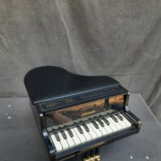 Instrumentos musicales: PIANO DE COLA A PILAS. Lote 295563983
