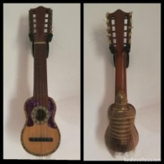 Instrumentos musicales: AUTÉNTICO GUITARRA CHARANGO DE ARMADILLO ETIQUETA NUMERADA Y FIRMA DE CENTRO DESARROLLO FORESTAL BOL. Lote 295700743