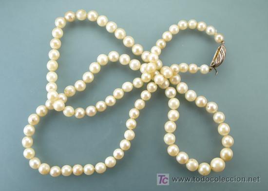 Collar de perlas japonesas