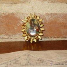 Joyeria: VINTAGE BROCHE CAMAFEO DE PORCELANA CON FORMA DE SOL. Lote 84203895