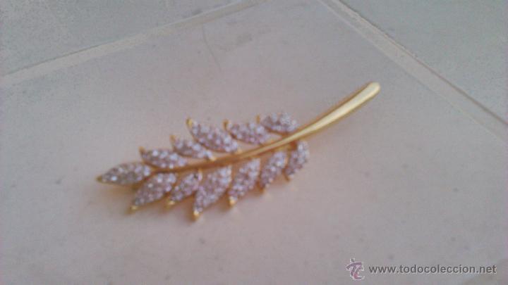 Joyeria: Bonito broche en forma de hoja con cristales swarovski. Sellado en la parte posterior. - Foto 2 - 44023622