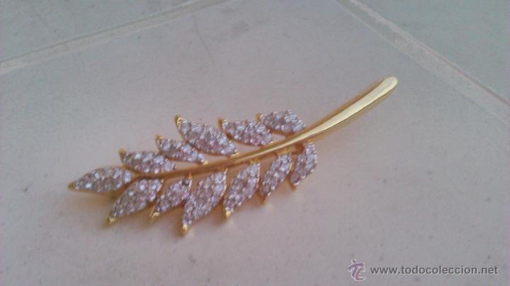 Joyeria: Bonito broche en forma de hoja con cristales swarovski. Sellado en la parte posterior. - Foto 3 - 44023622