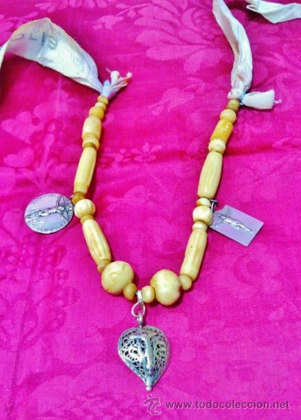 Joyeria: Interesante collar popular antiguo de hueso, s. XVIII. Cristo de plata, 2 medallas y cinta de seda. - Foto 2 - 47441670