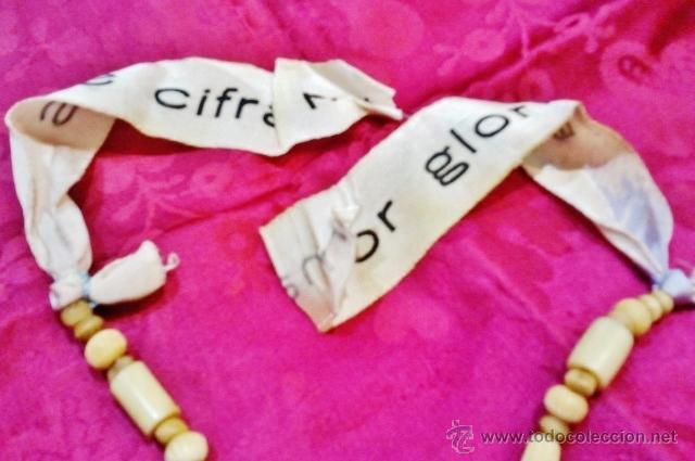 Joyeria: Interesante collar popular antiguo de hueso, s. XVIII. Cristo de plata, 2 medallas y cinta de seda. - Foto 6 - 47441670