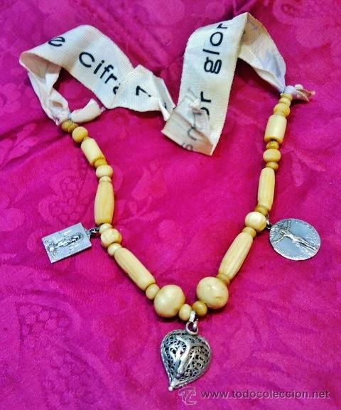 Joyeria: Interesante collar popular antiguo de hueso, s. XVIII. Cristo de plata, 2 medallas y cinta de seda. - Foto 7 - 47441670