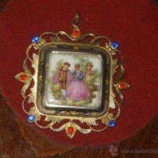 Joyeria: ANTIGUO COLGANTE,MEDALLON CON IMAGEN ROMANTICA DE PORCELANA,POSIBLEMENTE DE LIMOGES!!.. Lote 48008231
