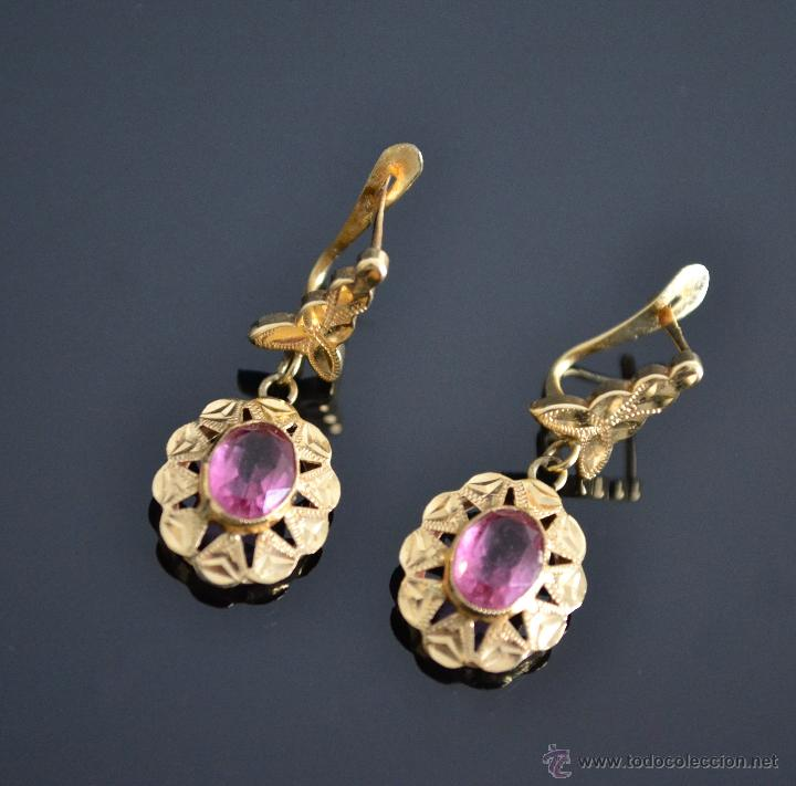 6671eaefd341 Precioso pendientes de oro 18 kt con piedra rosa cierre ballestilla