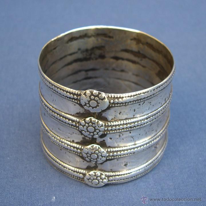 Joyeria: Antiguo brazalete de India de plata. - Foto 2 - 51888771