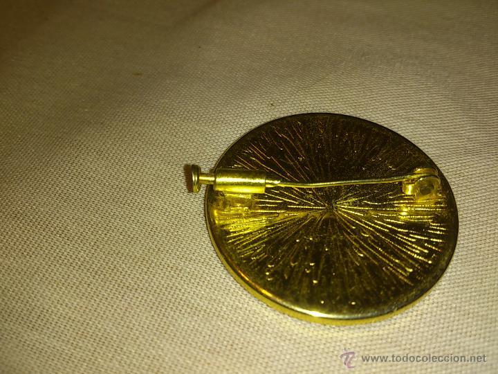 Joyeria: Antiguo broche de metal dorado con medalla de porcelana. años 80 - Foto 2 - 53104895