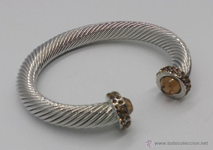Joyeria: Elegante brazalete torneado con baño de rodio y piedras semipreciosas talladas color ambrar . - Foto 4 - 53467932