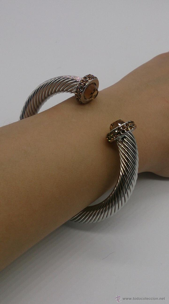 Joyeria: Elegante brazalete torneado con baño de rodio y piedras semipreciosas talladas color ambrar . - Foto 7 - 53467932