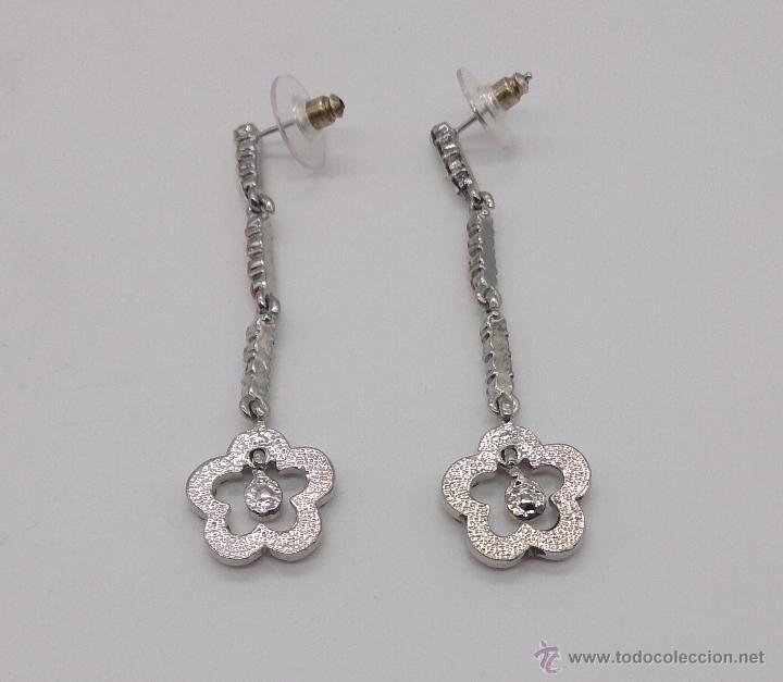 3c73f400e3f1 Joyeria  Pendientes largos con flor en color plata y símil de circonitas  blancas y rosas