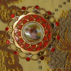 Joyeria: BROCHE CON IMAGEN ROMANTICA EN PORCELANA... Lote 159733224