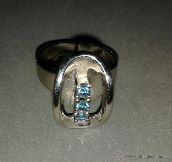 Joyeria: Anillo de plata rodiada, con cuatro piedrecitas azules. - Foto 3 - 53828669