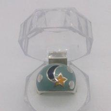Jewelry - Anillo vintage de gran tamaño en plata de ley contrastada con esmaltes y motivos de luna y estrella. - 54839757