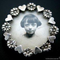 Joyeria: BROCHE DE PLATA PORTARETRATO FRANCÉS CON FOTO DE NIÑA AÑOS 1920 - 30. Lote 57470307