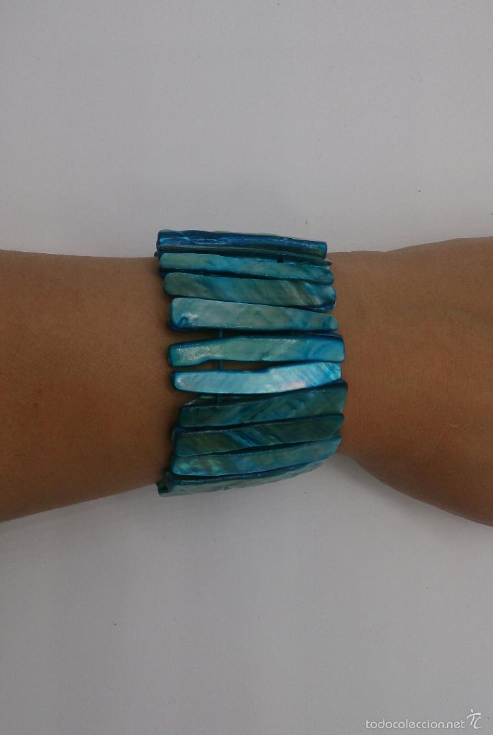 Joyeria: Brazalete en nacar natural teñido en tono azul turquesa . - Foto 2 - 57536008