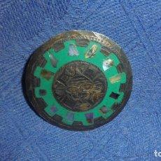 Joyeria: COLGANTE O BROCHE EN PLATA DE LEY MEXICO. CINCELADO Y NACAR. MED. DIAMETRO5,8 CM.. Lote 62653628