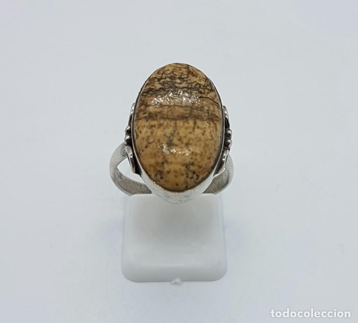 Joyeria: Anillo antiguo en plata de ley contrastada y repujada con gran cabujón de piedra jaspe marrón . - Foto 2 - 63450996