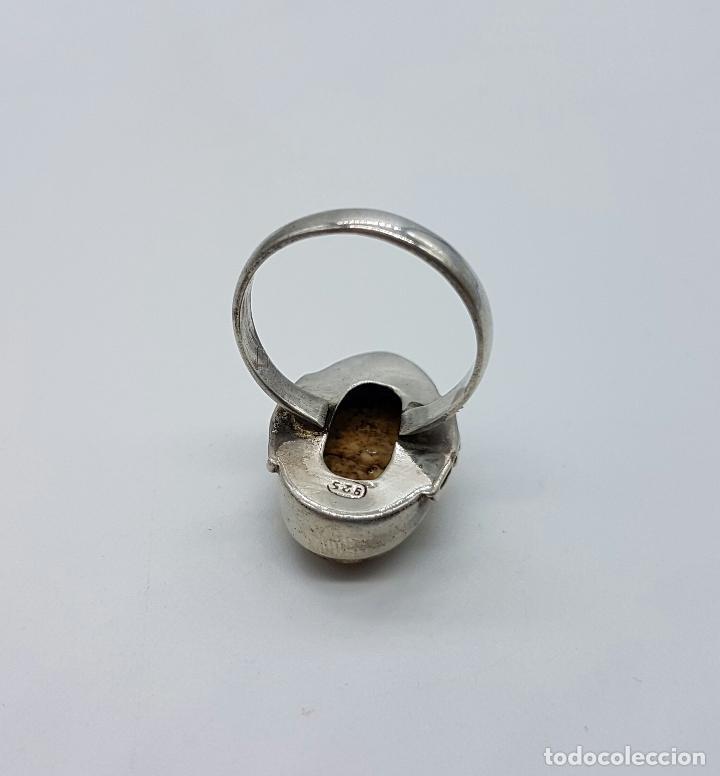 Joyeria: Anillo antiguo en plata de ley contrastada y repujada con gran cabujón de piedra jaspe marrón . - Foto 4 - 63450996