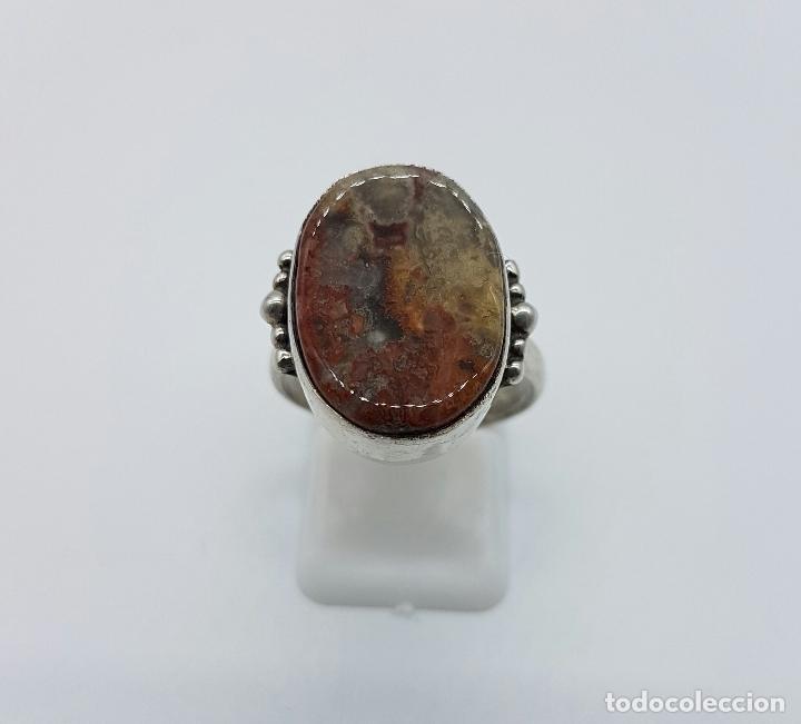 Joyeria: Anillo antiguo en plata de ley contrastada con piedra jaspe marrón incrustada . - Foto 2 - 63453120