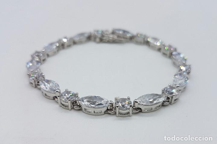 Joyeria: Magnífica pulsera en plata de ley contrastada con circonitas talla diamante y marques engarzadas . - Foto 2 - 71034125