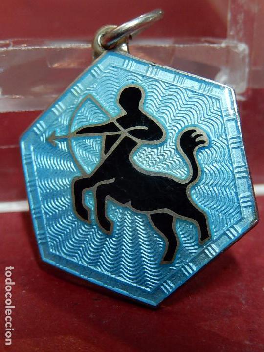 Joyeria: Pequeña medalla o colgante. Signo del zodiaco Centauro. Plata. David Andersen. Noruega. - Foto 2 - 73516247
