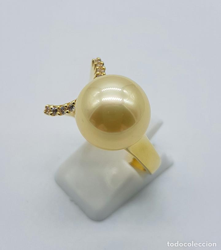 Joyeria: Elegante anillo vintage chapado en oro de 18k con gran perla y circonitas talla diamante engarzadas - Foto 2 - 103689671