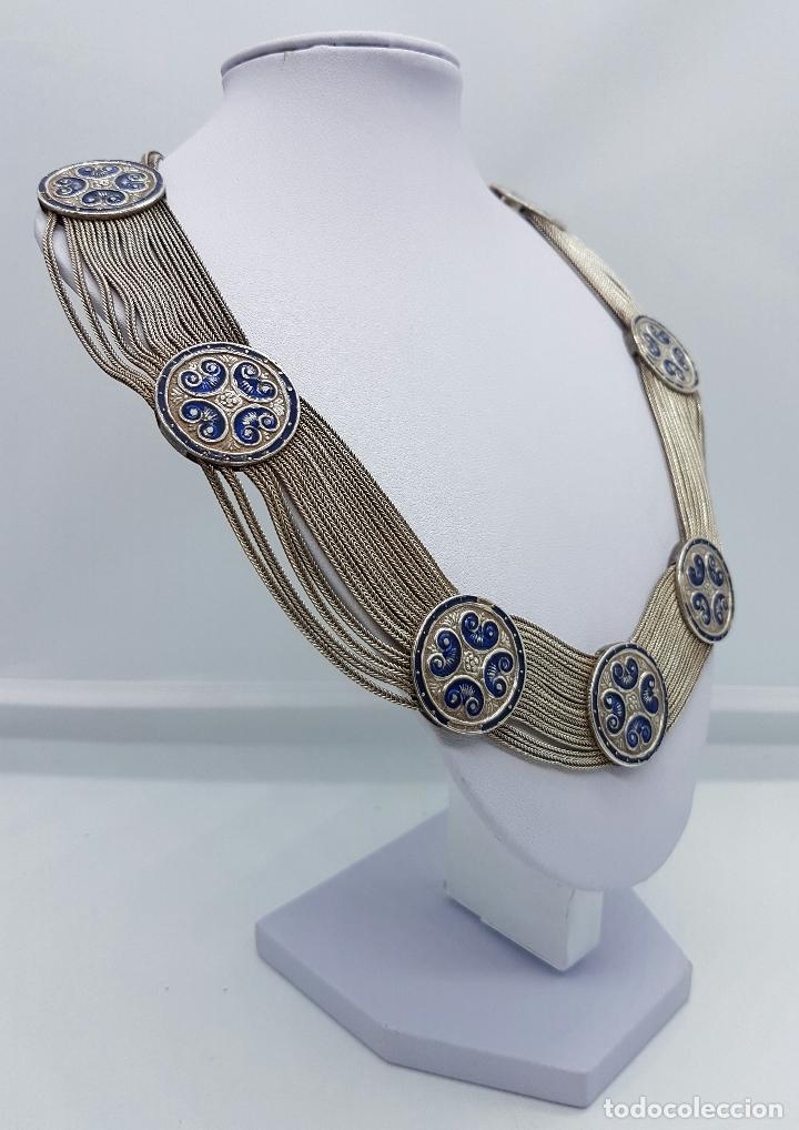 Joyeria: Impresionante gargantilla antigua en plata de ley con medallones cincelados y esmaltados en azul . - Foto 4 - 76409599