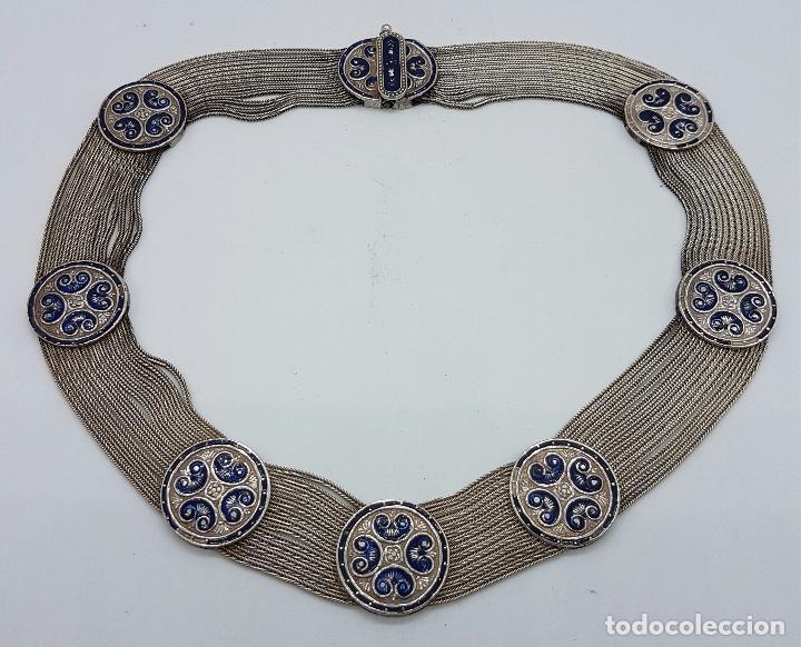Joyeria: Impresionante gargantilla antigua en plata de ley con medallones cincelados y esmaltados en azul . - Foto 5 - 76409599