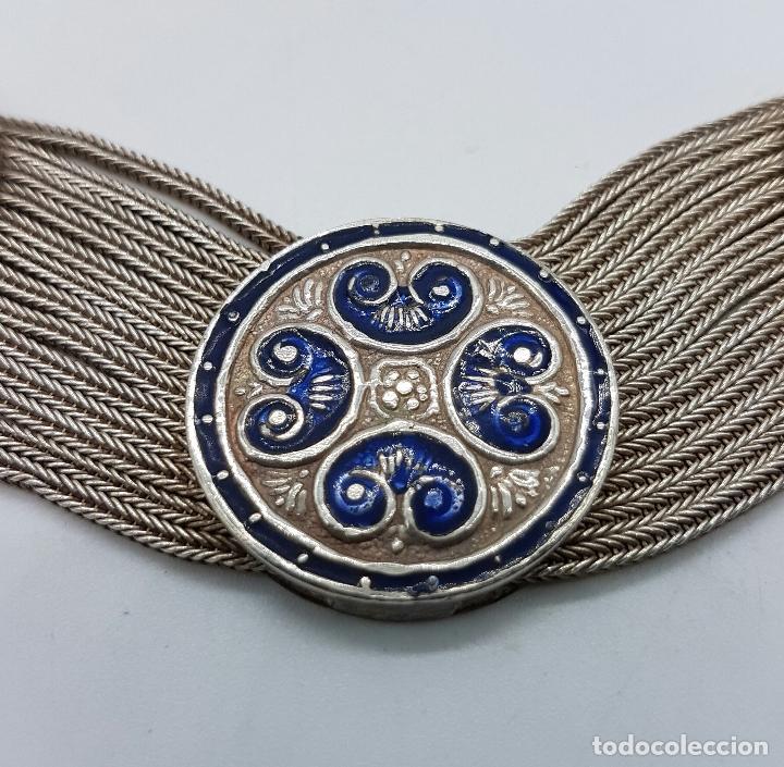 Joyeria: Impresionante gargantilla antigua en plata de ley con medallones cincelados y esmaltados en azul . - Foto 10 - 76409599